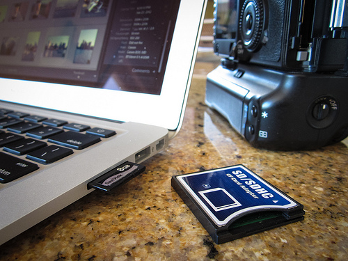 Macbook Air camera card reader